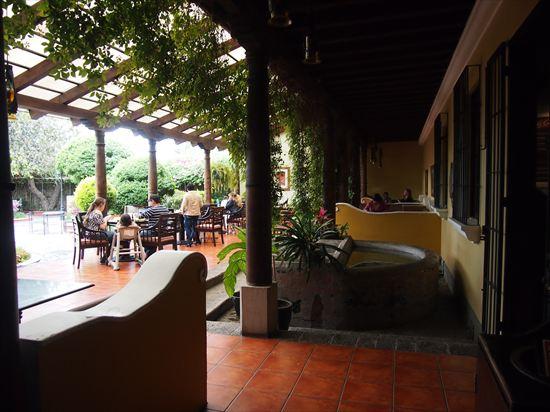 グアテマラ・アンティグアの豪華なマクドナルド