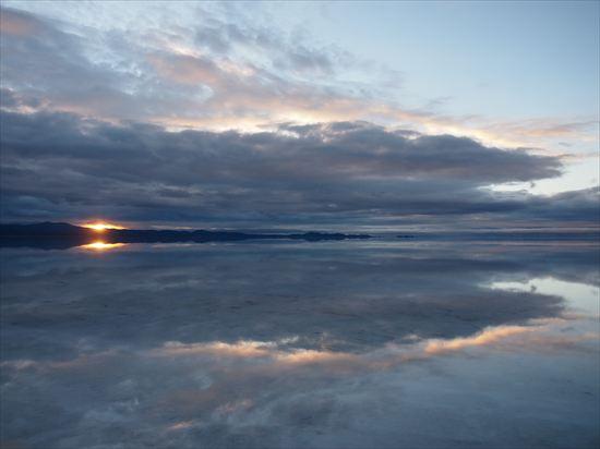 ウユニ塩湖の行き方とツアーの値段。女一人でウユニに行ってみた!