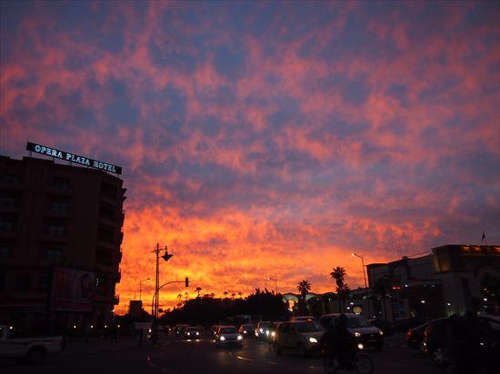 モロッコ・マラケシュの燃えるような夕焼け。