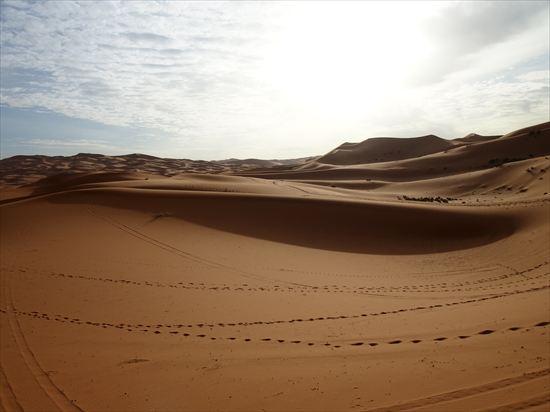 サハラ砂漠・メルズーガ大砂丘で見た朝日