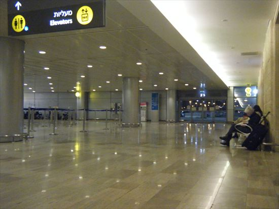 イスラエルの入国審査&初めての空港泊@テルアビブ空港。ドキドキ。