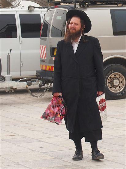 エルサレムの「嘆きの壁」観光&もみあげの長い正統派ユダヤ教徒