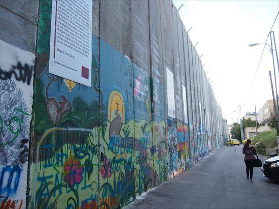 パレスチナの高い高い壁とバンクシーの作品