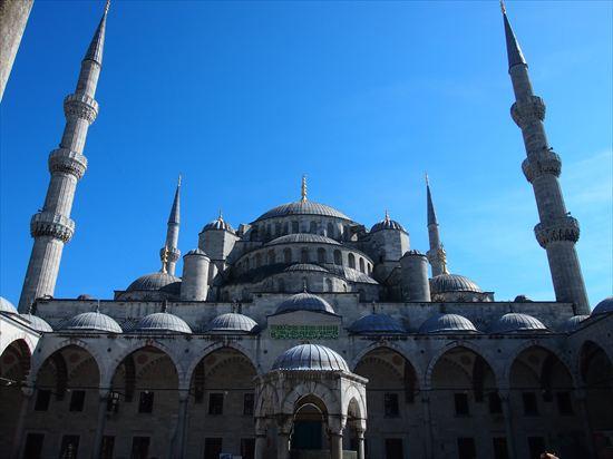 イスタンブールの無料観光スポット、ブルーモスクへ。