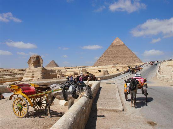 エジプトのピラミッドには、無料で入れるピラミッドがあります!