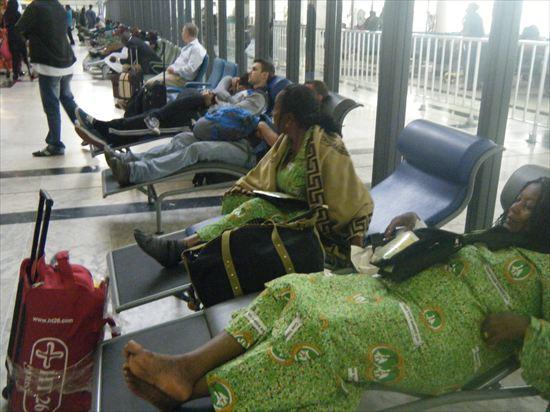 ケニアのナイロビ空港で、警備員から職務質問された話