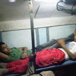 女一人で、インドの列車(スリーパークラス)に乗る