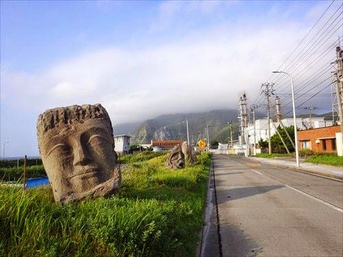 モヤイ像とは?東京のイースター島・新島にいるモヤイたち