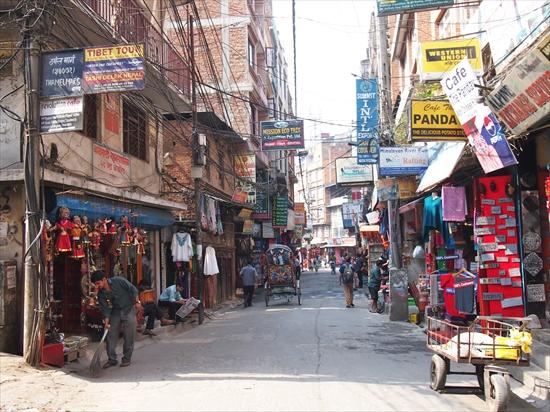 カトマンズの安くて美味しいネパール料理屋さん