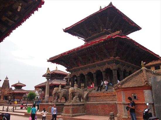 ネパールの古都「パタン」観光と奇妙なマネキン