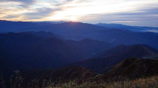 谷川岳の朝日