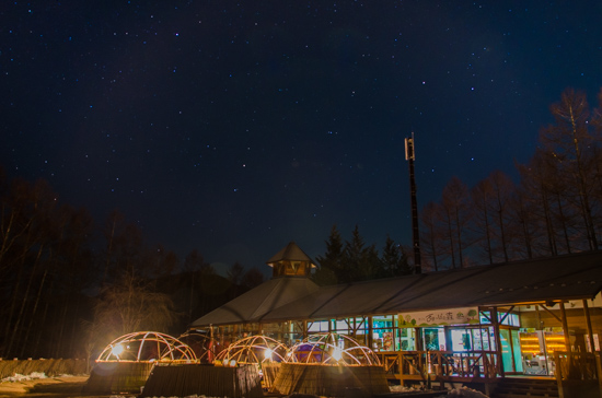 【群馬のおすすめ星空スポット】コタツで寝ながら星を見る!まほーばの森