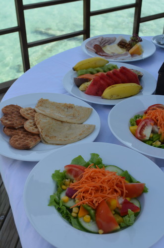 モルディブの水上コテージで食べたルームサービスの朝食