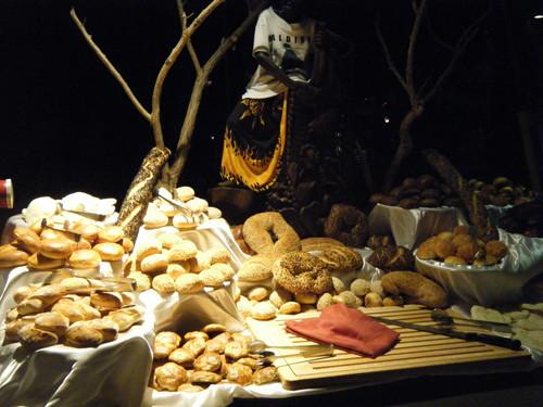 ロビンソン・クラブ・モルディブのレストランに並ぶパン