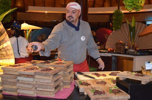 モルディブのレストランの肉料理