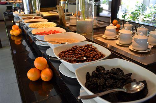 モルディブのレストランの朝食